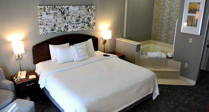 Colorado Springs CO Hotel Whirlpool Suite