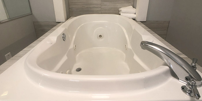 Ohio Hot Tub Suites - In-Room Hotel Whirlpool Tubs for Honeymoons