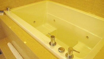 2 person spa tub Chicago hotel