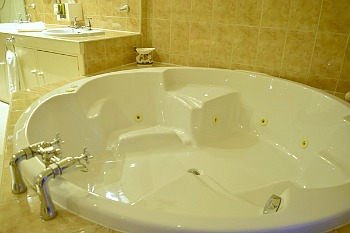 Old White Hart Jacuzzi Tub