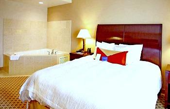 Hilton Garden Inn Whirlpool Suite