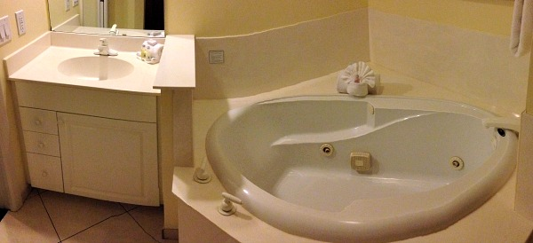 Jacuzzi Tub at the GullWing Beach Resort, Ft Myers Beach, FL.