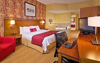 Stamford CT Marriott Courtyard Hot Tub Suite