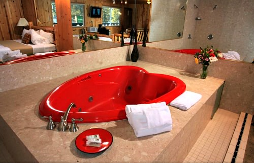 Lake Tahoe Honeymoon Suite with Hot Tub - Secrets Inn