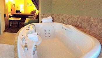 Central Washington State Hot Tub Suite