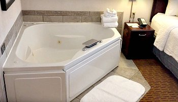 Madison Wisconsin Whirlpool Suite