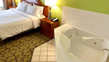 Minneapolis MN Hot Tub Suite