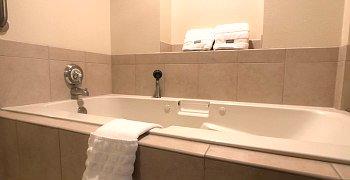 Minneapolis Hotel Whirlpool Tub