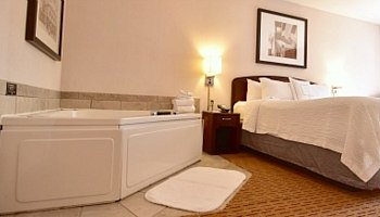 Rochester Minnesota Whirlpool Suite