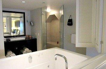 NYC Whirlpool Suite