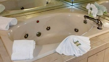 Newark New Jersey Jetted Tub Suite