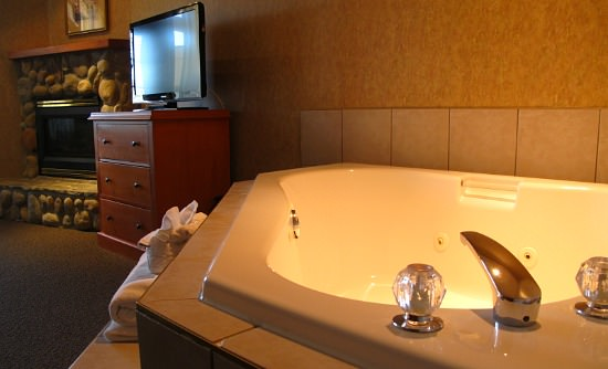 North Carolina In-Room Jacuzzi Suite with Fireplace