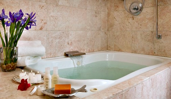 Romantic Northern California Jetted Tub Suite - Old Monterey Inn