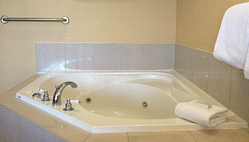 Ocean City MD Spa Tub Hotel Suite
