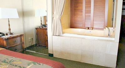 Outrigger Waikiki Spa Tub Suite
