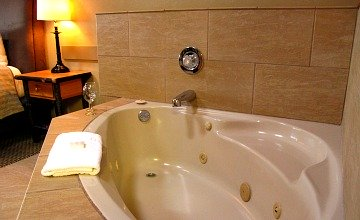 Jacuzzi Suite on Vancouver Island - Tigh Na Mara Resort