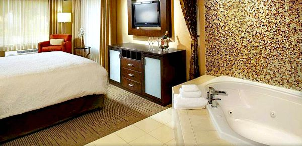 Whirlpool Suite, Hampton Inn Phoenix Biltmore
