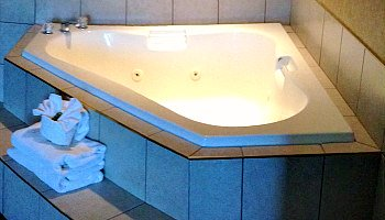 Pigeon Forge TN Whirlpool Suite