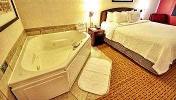 Portland Oregon Whirlpool Suite