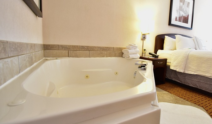 Southern Minnesota Spa Tub Hotel Suite