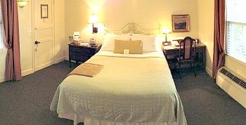 romantic-california-hotel-room