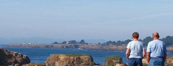 Couple along the Romantic Northern California Coast