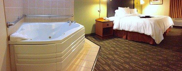 Seattle Honeymoon Suite with Hot Tub - Hampton Inn Lynnwood, WA