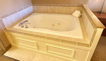 Hot Tub Suite - Seattle Silver Cloud Inn