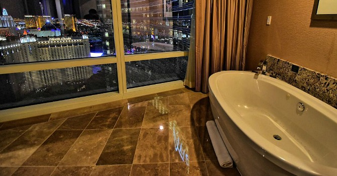 hilton room doubletree las a and by tub in htm hot with resort hotel vegas tropicana
