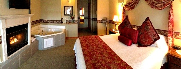 La Conner, WA Jacuzzi Suite - Wild Iris Inn
