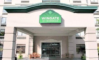 Wingate Atlanta Hotel Entrance
